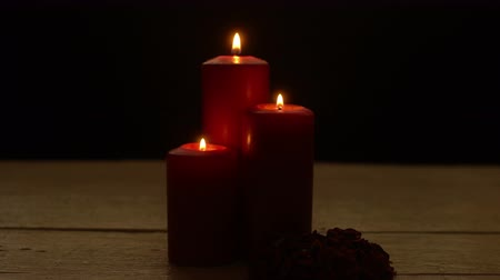 mírumilovnost : Three red candles lights with rose
