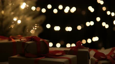давать : Christmas presents with lights background dolly shot