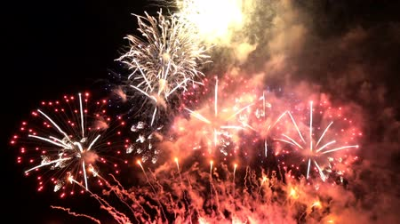 июль : Fireworks celebrate party for Christmas and New Year.