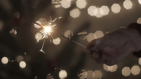 spawacz : Hand girl with sparkler in celebrate party at home