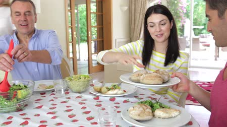 porce : Couples seated around dining table serving food. Dostupné videozáznamy