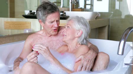 emekli : Senior Couple Relaxing In Bath Together