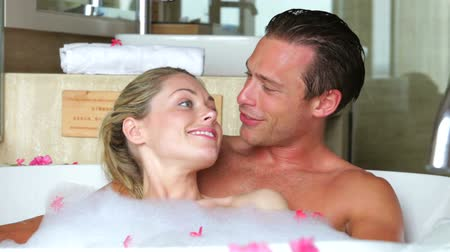 wanna : Couple Relaxing In Bath Together