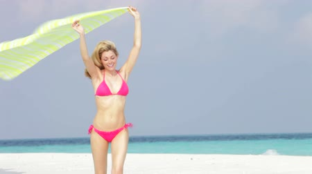 плавающий : Woman In Bikini Running On Beautiful Beach With Sari
