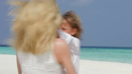 strand : Mother Spinnning Daughter Around On Beautiful Beach Stock mozgókép