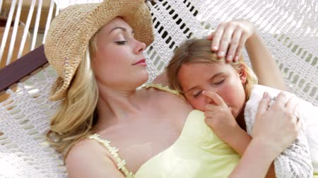 uykuda : Mother And Daughter Relaxing In Beach Hammock Stok Video