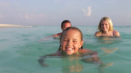 strand : Family Relaxing In Tropical Sea