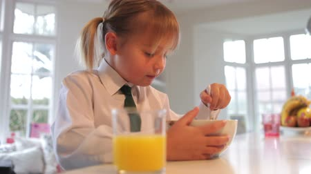 kahvaltı : Girl Wearing School Uniform Eating Breakfast Cereal Stok Video