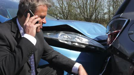 biztosítás : Businessman Making Phone Call After Traffic Accident Stock mozgókép