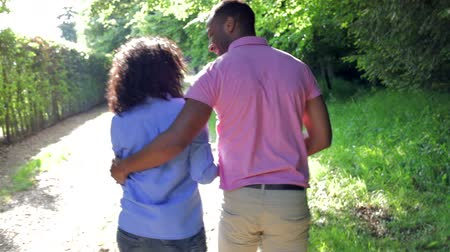 caminhada : Young African American Couple Walking In Countryside
