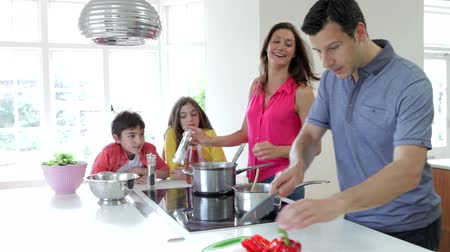 испанец : Hispanic Family Cooking Meal At Home