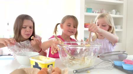 aprósütemény : Three Little Girls Making Cake Together Stock mozgókép