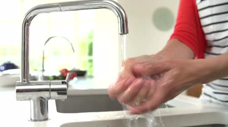 mosogató : Close Up Of Woman Washing Hands In Kitchen Sink