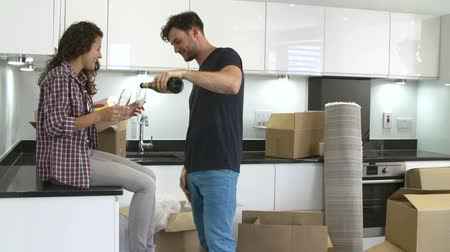 mozgás : Couple Celebrating Moving Into New Home With Champagne