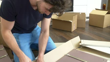 nowe mieszkanie : Man Putting Together Self Assembly Furniture In New Home