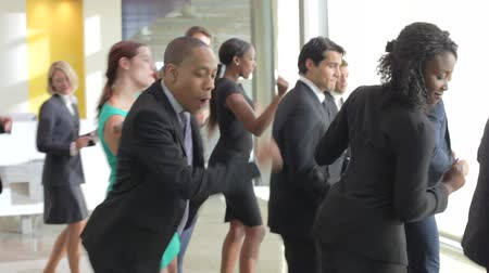 lobi : Businessmen And Businesswomen Dancing In Office Lobby