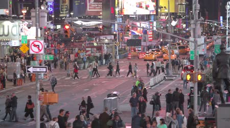uliczki : Time-lapse Sequence Of Traffic At Night In Times Square NYC