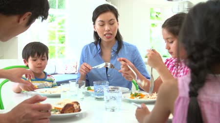 vacsora : Asian Family Sitting At Table Eating Meal Together Stock mozgókép