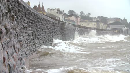 anglia : Large Waves Breaking Against Sea Wall At Dawlish In Devon Stock mozgókép