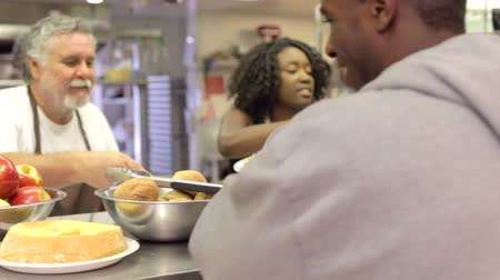 evsiz : Kitchen Serving Food In Homeless Shelter