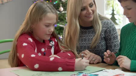 letras : Mother And Children Writing Letter To Santa Together Vídeos