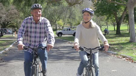 elliler : Senior Couple On Cycle Ride In Countryside