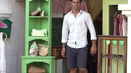 proprietário : Male Owner Of Fashion Store Standing Outside Shop