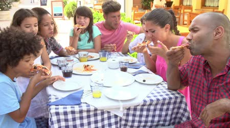ресторан : Families Eating Meal At Outdoor Restaurant Together