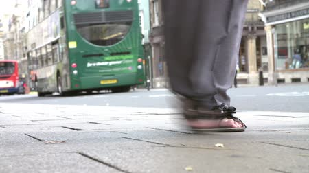 ayaklar : Close Up Of Pedestrians Feet Walking On Busy Street Stok Video