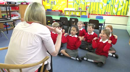 alapfokú : Pupils Copying Teachers Actions Whilst Singing Song