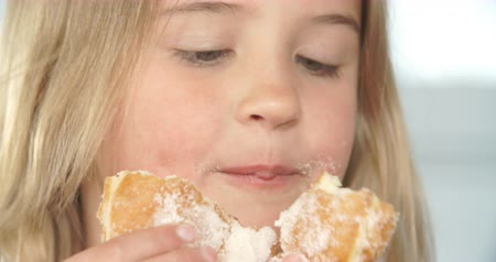 étkezik : Close Up Of Girl Eating Sugary Donut