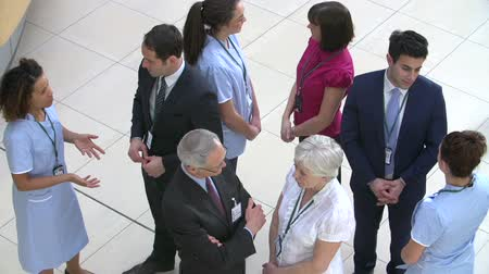сотрудники : Overhead View Of Hospital Staff Meeting In Busy Reception