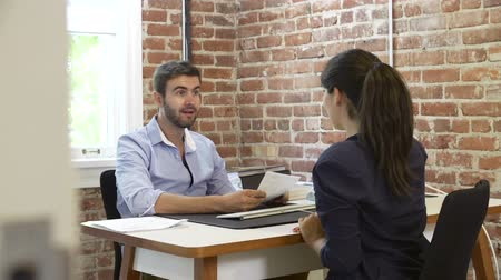 rozhovor : Businessman Interviewing Female Job Applicant In Office