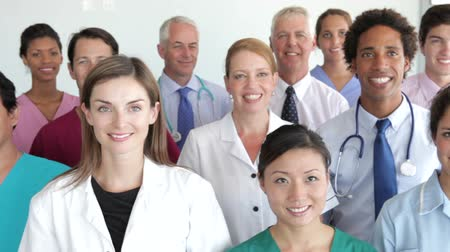 сотрудники : Group Portrait Of Medical Staff Стоковые видеозаписи