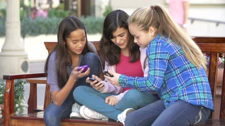 pré adolescente : Group Of Girls Taking Selfie On Mobile Phone