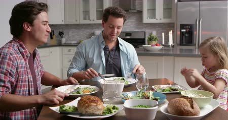 sexo : Male gay couple and daughter dining in their kitchen, shot on R3D Vídeos