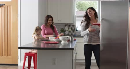 sexo : Girl and her female parents preparing meal, full length, shot on R3D