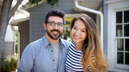 nativo americano : Portrait Of Young Couple Standing Outside New Home Vídeos