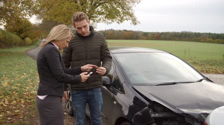 acidente : Two Drivers Exchanging Insurance Details After Car Accident Stock Footage