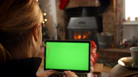 oxfordshire : Woman On Line With Laptop In Room Ready For Christmas