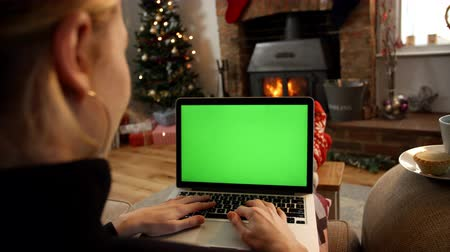 hétfő : Woman On Line With Laptop In Room Ready For Christmas
