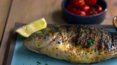 fűszerezés : Chargrilled whole fish, roasted tomatoes and dressing, pan