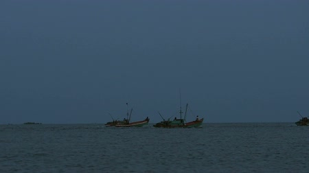 área de trabalho : Every day a 6:30 pm Khmer fishermans are going out to sea for fishing. They connect their boat to save the fuel. Stock Footage
