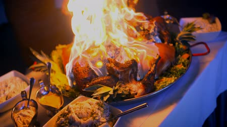 fenomen : Prepared pork with fire flames at wedding ceremony. Stok Video
