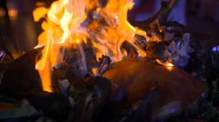 bandeja : Prepared pork with fire flames at wedding ceremony. Stock Footage