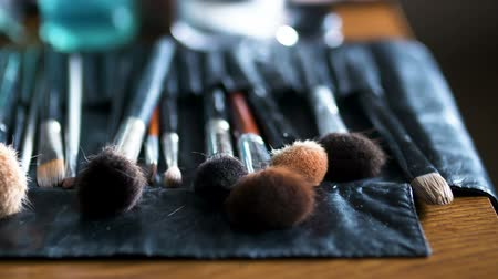vybírání : Brush set for make-up on table