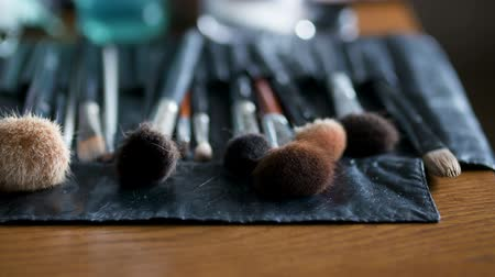 палитра : Brush set for make-up on table