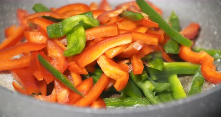 baixo teor de gordura : Close up of a pan fry meal of delicious colorful vegetables Stock Footage