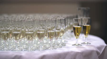 beállítás : Champagne. many champagne Flutes with Sparkling Champagne