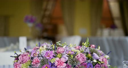 buket : decorated table for a wedding dinner with flowers Stok Video